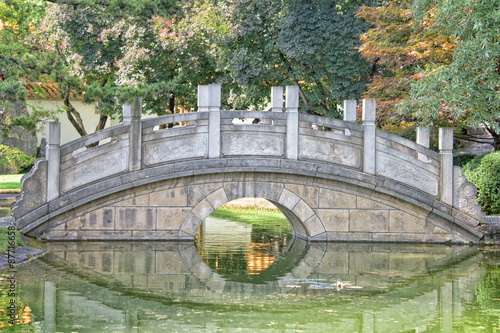 chinese garden bridge detail view - 87716658