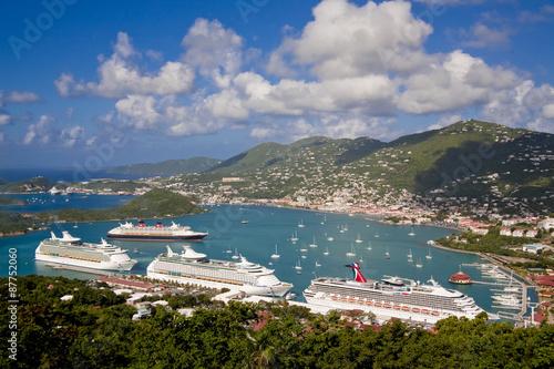 Photo Stands Caribbean シャーロットアマリに停泊しているカリブ海クルーゼ船