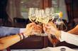 canvas print picture - Aperitivo e brindisi con bichieri di vino bianco