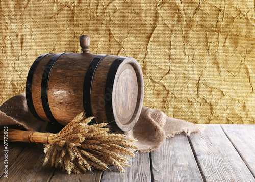 Papiers peints Affiche vintage Beer barrel with beer on table