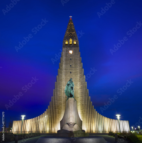 Fényképezés  Hallgrimskirkja Cathedral in Reykjavik, Iceland.