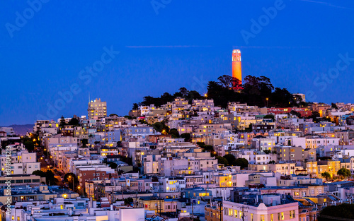 Keuken foto achterwand San Francisco Coit tower and houses on the hill san francisco at night