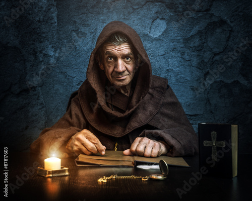 Stampa su Tela .Monk - priest.by candlelight - Bible reading