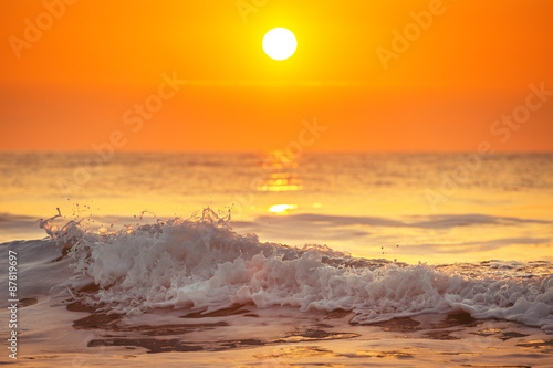 Stickers pour portes Eau Sunrise and shining waves in ocean