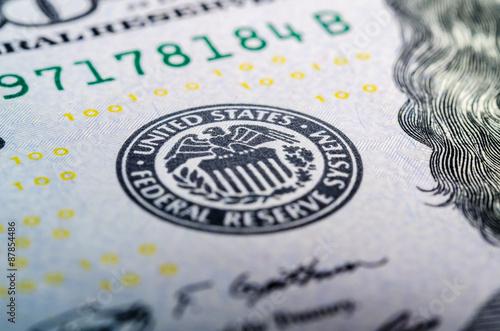 Federal reserve system symbol on hundred dollar bill closeup mac Fototapet