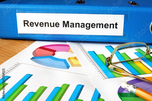 Fotografía  Folder with label Revenue Management  and charts.