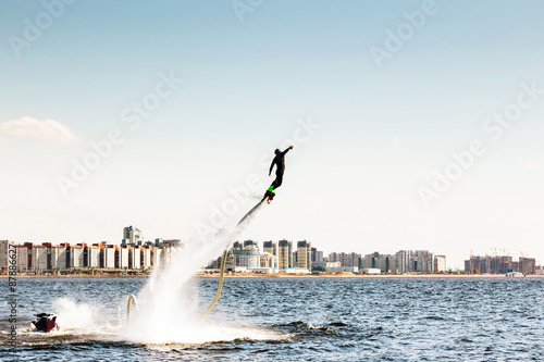 Foto op Plexiglas Water Motor sporten flybording on the background the city