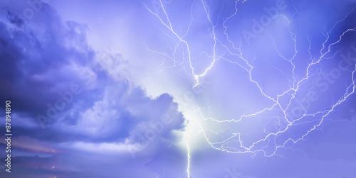 Foto auf AluDibond Onweer Lightning storm over Lucca