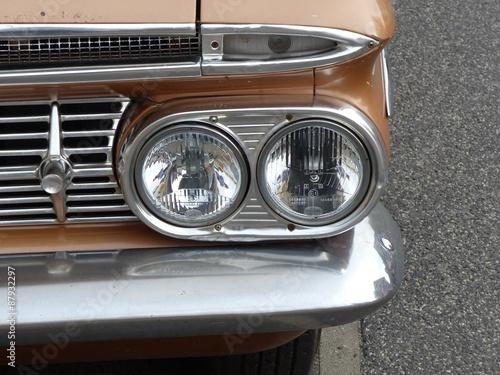 In de dag Vintage cars Doppelscheinwerfer einer amerikanischen Straßenkreuzer der Fünfzigerjahre in Wettenberg