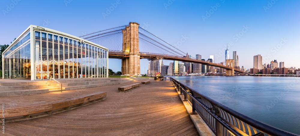 Fototapety, obrazy: Brooklyn Bridge and the Lower Manhattan skyline panorama at sunrise as viewed from  Brooklyn Bridge Park riverbank, in New York City