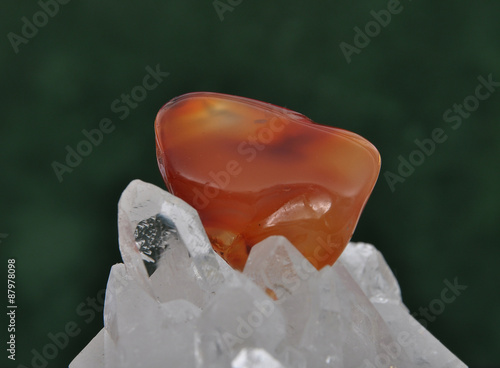 Fototapeta  Karneol auf Bergkristall
