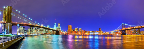 Foto auf Leinwand Brooklyn Bridge Panorama of New York City at night