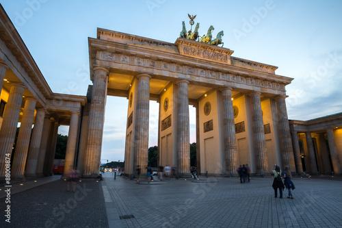 Staande foto Berlijn brandenburger tor berlin germany in the evening