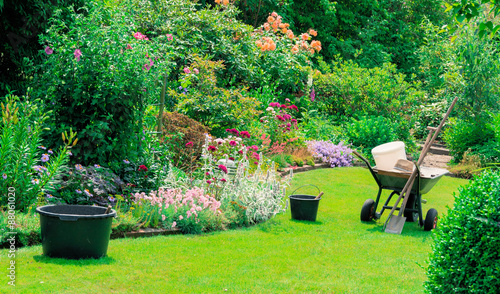 Photo sur Toile Vert chaux Arbeit im schönen Garten
