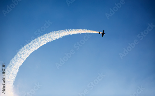 Fotografija  Silhouette of an airplane performing flight at airshow