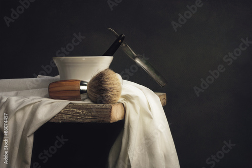 Fotografía Shaving Tool on wooden Table and dark Background