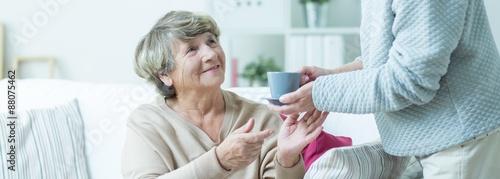 Fotografía  Helping elder lady