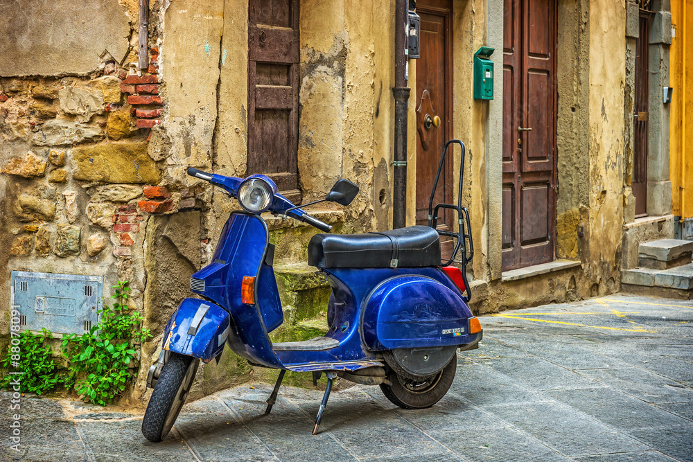 Fototapeta Scooter in the street in the old town of Tuscany