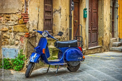 Fototapety, obrazy: Scooter in the street in the old town of Tuscany