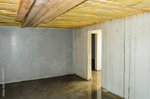 Fotografie, Obraz  Feuchter fehlerhafter Kellerbau
