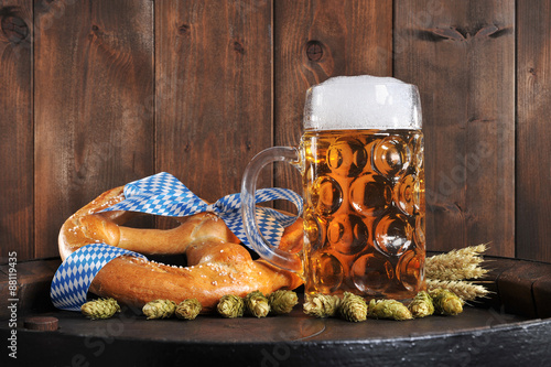 Fototapeta Bayerische Oktoberfestbreze mit Bier  obraz na płótnie