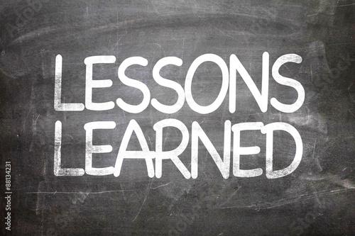 Fotografía  Lessons Learned written on a chalkboard