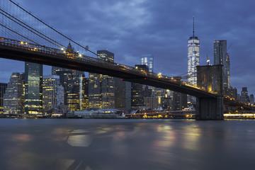 Fototapeta na wymiar Brooklyn Bridge by night