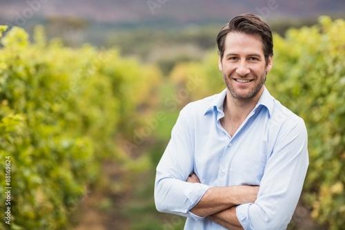 Fotomural Happy vintner with crossed arms