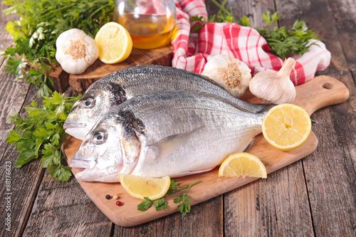 Fotografie, Obraz  dorado fish on board