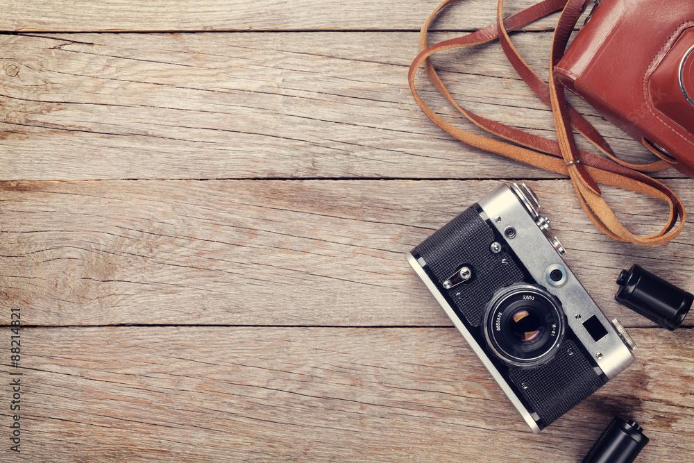 Fototapety, obrazy: Vintage film camera with case