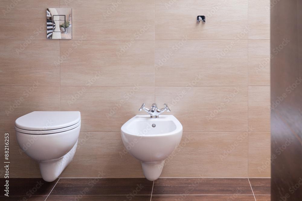 Minimalistische Toilette im modernen Haus Foto, Poster ...