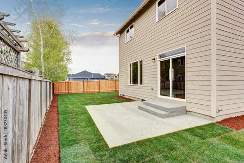 Fototapeta fenced and unfurnished back yard with grass. obraz na płótnie