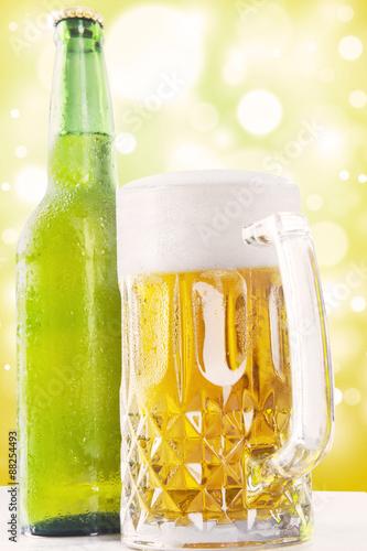 Foto op Plexiglas Tulp Foamy fresh beer in the glass and bottle