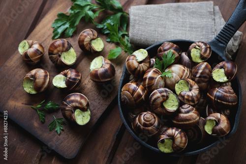 Photo  Top view of uncooked bourguignonne snails au gratin, close-up