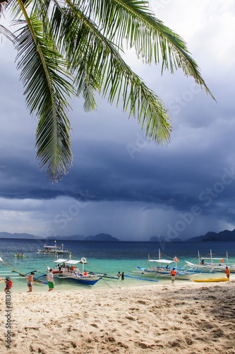 Staande foto Strand Outrigger boats before a strom anchoring on a sandy beach in the Bacuit archipelago, Palawan, Philippines, Southeast Asia, Asia