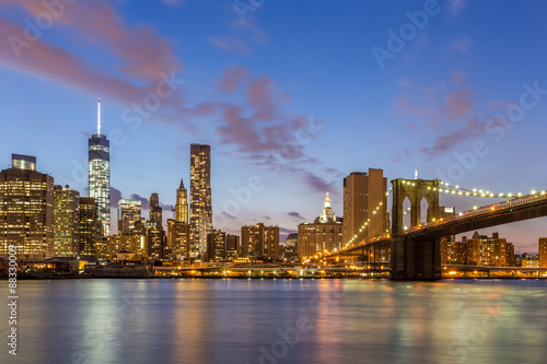 Fototapety, obrazy: Brooklyn bridge and downtown New York City at night