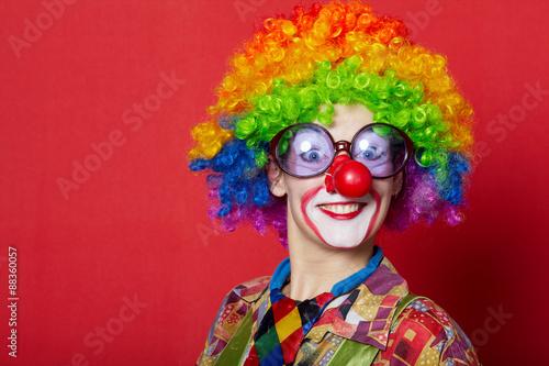 Carta da parati funny clown with glasses on red