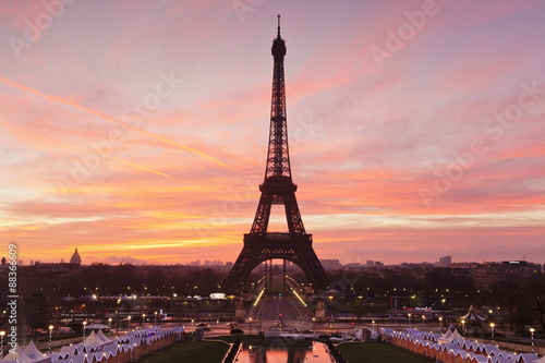 In de dag Eiffeltoren Eiffel Tower at sunrise, Paris, Ile de France, France