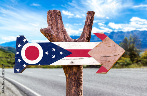 Poster Algerije Ohio Flag wooden sign with highway on background