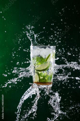 Leinwand Poster  Mojito Drink mit splash
