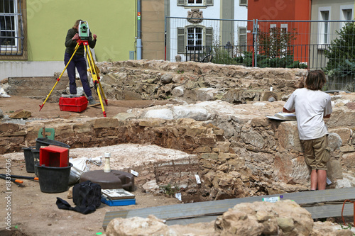 Archäologen vermessen Grabungsstätte