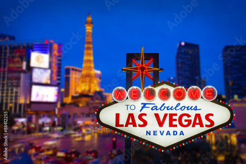 Tuinposter Las Vegas Welcome to fabulous Las vegas Nevada sign with blur strip road b