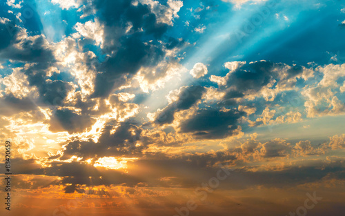 rays-of-the-sun-in-the-clouds