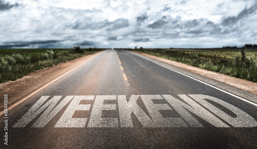 Fotografía  Weekend written on rural road