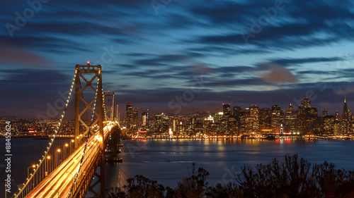 Photo  San Francisco skyline and bay bridge at night
