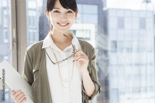 Fotografia  Japanese women have a pair of glasses