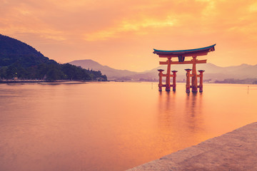 FototapetaThe famous orange shinto gate (Torii) of Miyajima island, Hiroshima prefecture, Japan.
