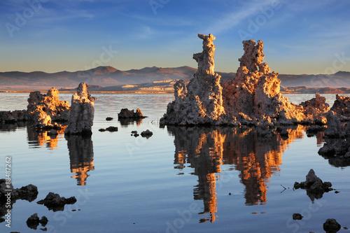 Cuadros en Lienzo La puesta de sol en el lago Mono