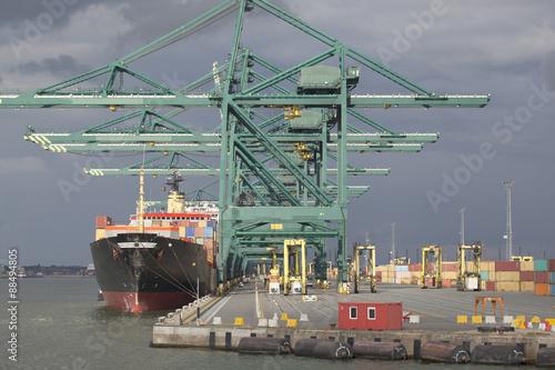 Poster Antwerpen Containerschiff anContainerterminal im Hafen von Antwerpen