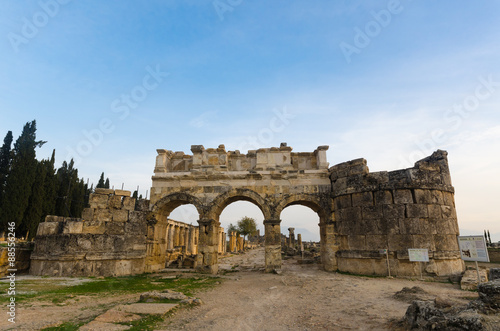 Valokuva  Domitian gate of anciet city of Hierapolis, Pamukkale, Turkey